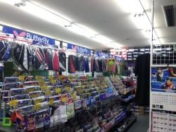 豊富な商品が整然と並ぶ棚