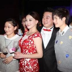 左から劉詩文、張雅晴さん、馬琳、丁寧