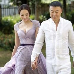 張雅晴さんと歩く馬琳